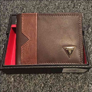 New Guess Men's Brown Leather Billfold Wallet